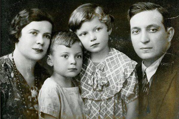 Miriam, Lolek, Zonia (Sonia Brodecki), and Joseph Piekarska