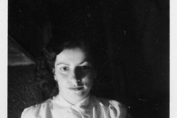 1948 Margot Dreyfuss