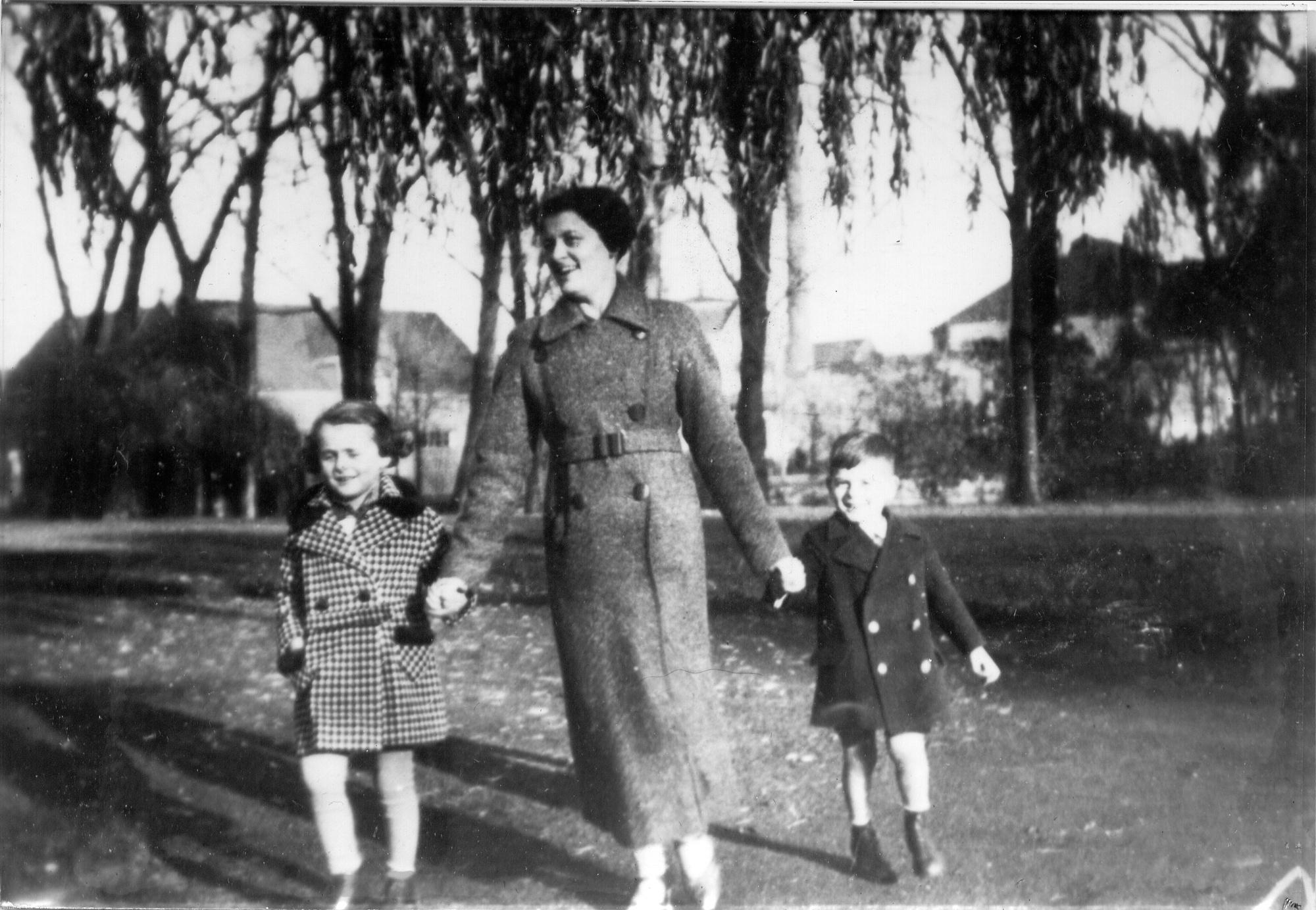 Inge,-Ida-&-Herbert-Windmueller-1936-37