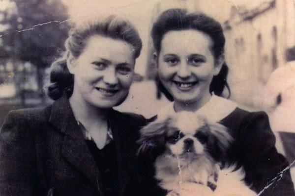 Niusia & Wanda Kazusek (1942)
