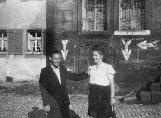 Sima-Golub-&-Kalman-SchwarzBergen-Belsen-web